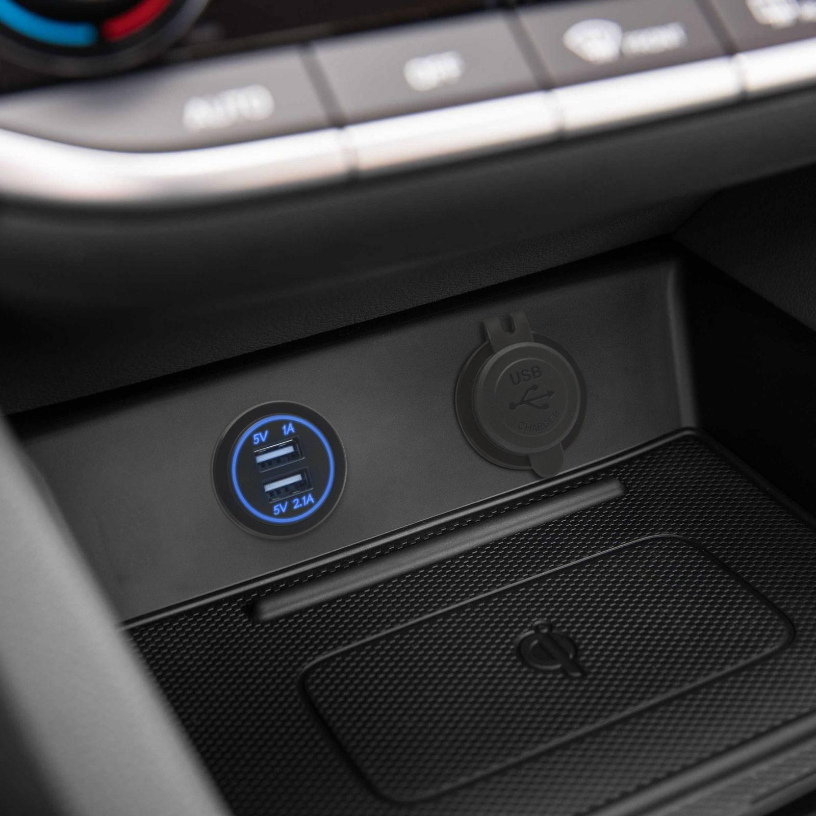 Adaptor auto cu lumina albastra USB 3.1A instalabil in locas bricheta 12-24V M'N'C