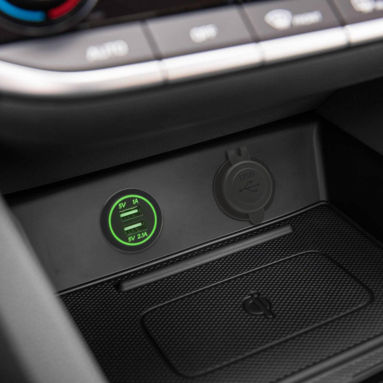 Adaptor auto cu lumina verde USB 3.1A instalabil in locas bricheta 12-24V M'N'C